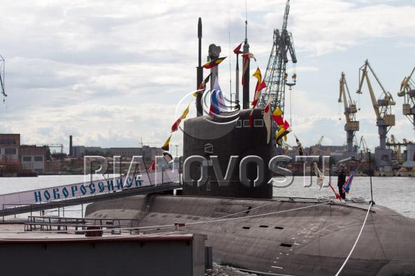 """Церемония поднятия флага на дизель-электрической подводной лодке """"Новороссийск"""""""