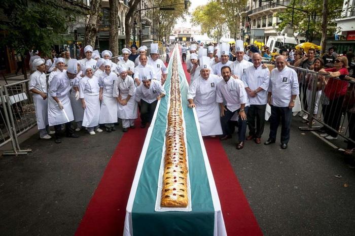Вот это пасхальный пирог! Пасха в Буэнос-Айресе, Аргентина.